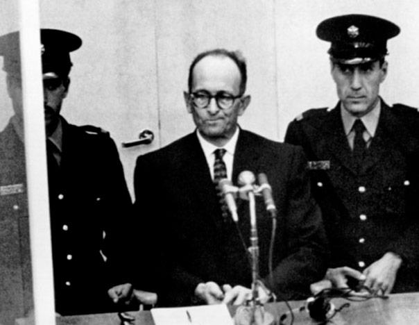 Adolf-Eichmann-durante-el-juicio-oral-en-Jerusalén-en-1961